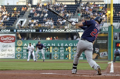 Twins ride Willingham in 2-1 win over Pirates