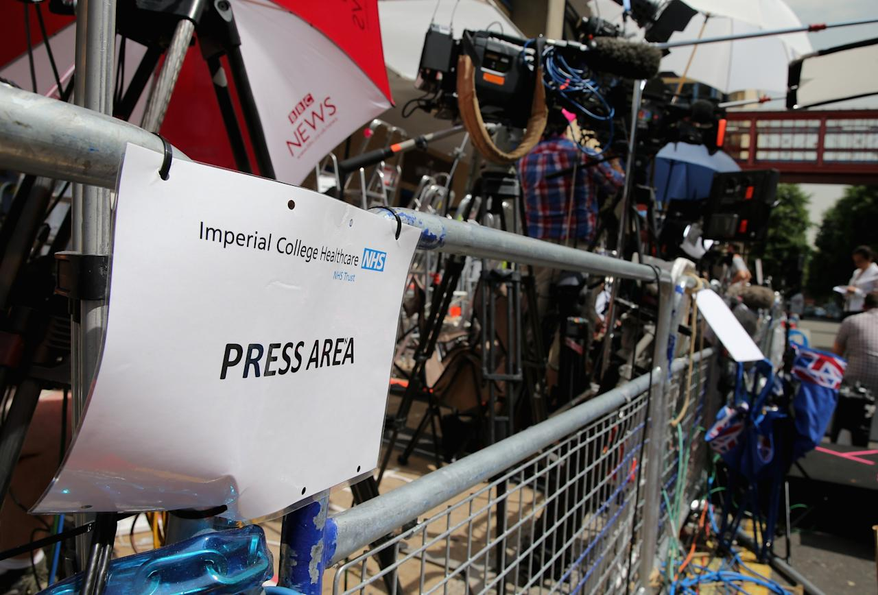 LONDON, ENGLAND - JULY 16: A general view of the media area outside the Lindo wing of St Mary's Hospital as the UK prepares for the birth of the first child of The Duke and Duchess of Cambridge on July 16, 2013 in London, England. (Photo by Chris Jackson/Getty Images)