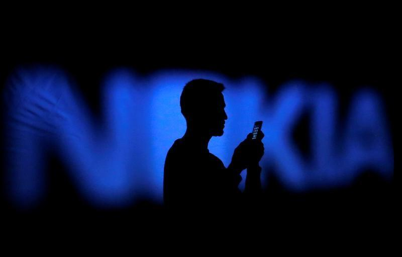 Apple, Nokia battle over mobile patents