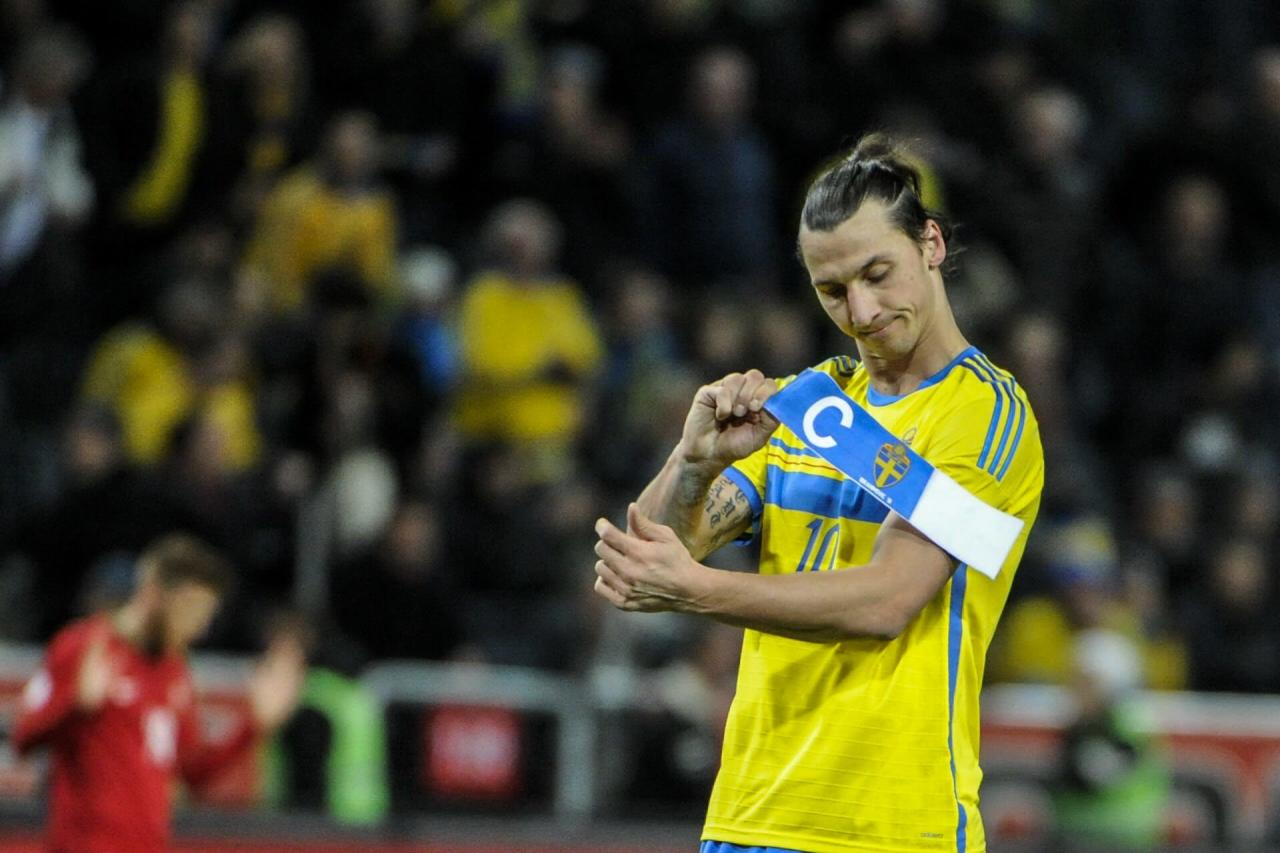 Sweden's forward Zlatan Ibrahimovic removes the captain's armband, after the World Cup 2014 qualifying playoff second leg soccer match between Sweden and Portugal, at Friends Arena in Stockholm, Tuesday, Nov. 19, 2013. Sweden lost 2-3. (AP/TT/Erik Martensson) SWEDEN OUT