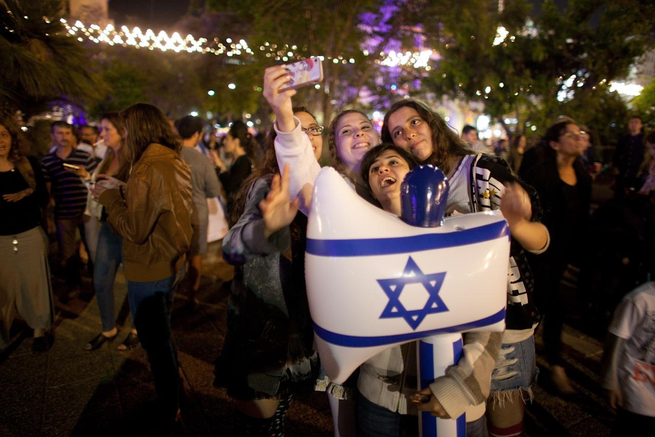 TEL AVIV, ISRAEL - APRIL 15:  (Israel out) Israeli children get their piture taken as Israelis celebrate the Jewish state's 65th Independence Day on April 15, 2013 in Tel Aviv, Israel.  (Photo by Uriel Sinai/Getty Images)