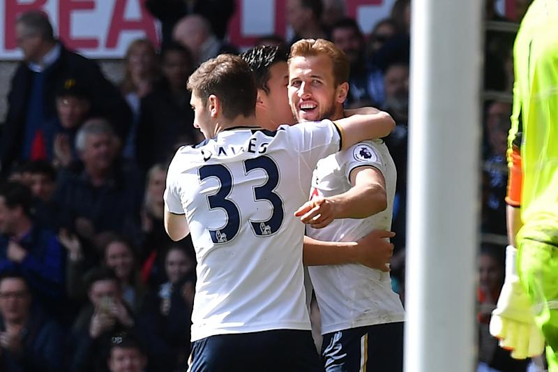 Pochettino: Record breaking Tottenham win puts the pressure on Chelsea