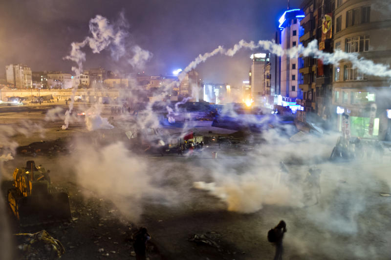 Turkish PM to meet Istanbul park protesters