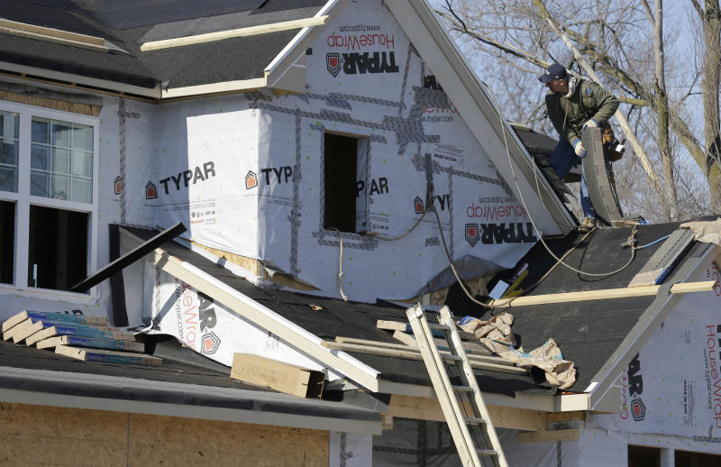US homebuilding dips, but year best since '07