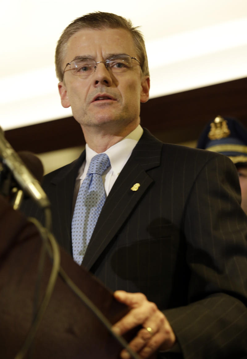 Boston FBI boss, key bomb probe figure, steps down
