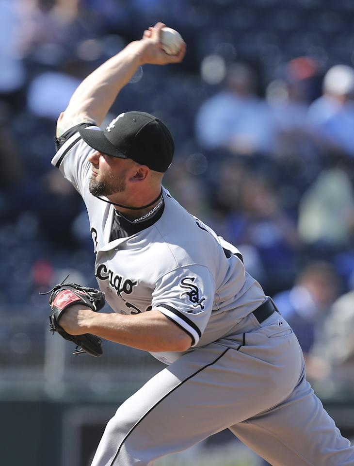 KANSAS CITY, MO - MAY 6:  Jesse Crain #26 of the Chicago White Sox throws against the Kansas City Royals in the 10th inning at Kauffman Stadium on May 6, 2013 in Kansas City, Missouri. The White Sox won 2-1 in 11 innings. (Photo by Ed Zurga/Getty Images)