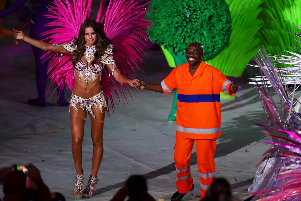 <p>Model Izabel Goulart and Renato Sorriso lead dancers on stage during the Closing Ceremony on Day 16 of the Rio 2016 Olympic Games at Maracana Stadium on August 21, 2016 in Rio de Janeiro, Brazil. (Photo by Alexander Hassenstein/Getty Images) </p>