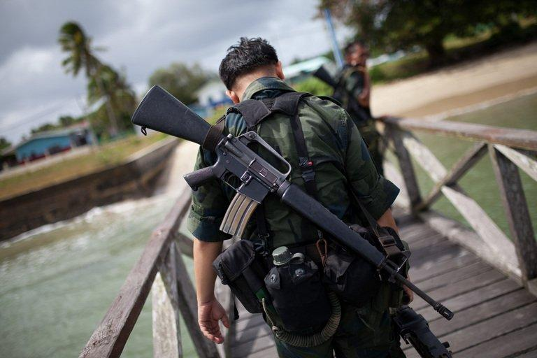 Malaysian armed policemen return from the sea patrol in Tanjung Labian near Lahad Datu, on the Malaysian island of Borneo on February 16, 2013. Followers of a Philippine sultan who crossed to the Malaysian state of Sabah this month will not leave and are reclaiming the area as their ancestral territory, the sultan said Sunday amid a tense standoff
