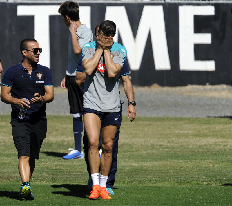 Ronaldo cuts short training session for Portugal