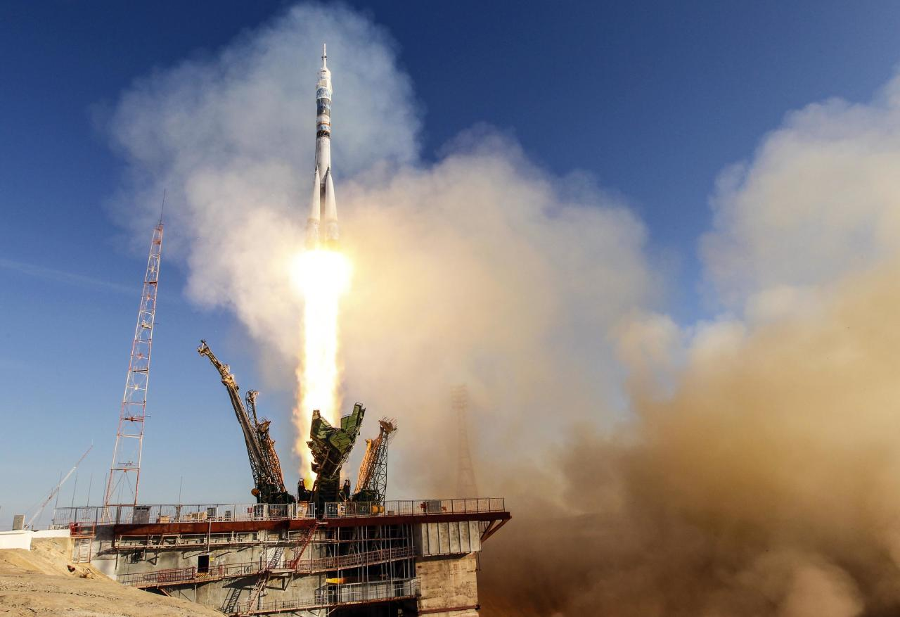 The Soyuz TMA-11M spacecraft decorated with the 2014 Sochi Winter Olympic Games logo and a blue-and-white snowflake pattern, blasts off from the launch pad at the Baikonur cosmodrome November 7, 2013. Russia sent the Olympic torch into space with a three-man crew that blasted off to the International Space Station on Thursday, three months before the 2014 Winter Games in Sochi. REUTERS/Shamil Zhumatov (KAZAKHSTAN - Tags: SCIENCE TECHNOLOGY SPORT OLYMPICS TPX IMAGES OF THE DAY)