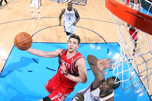 Rockets charge back late, beat Thunder 104-103
