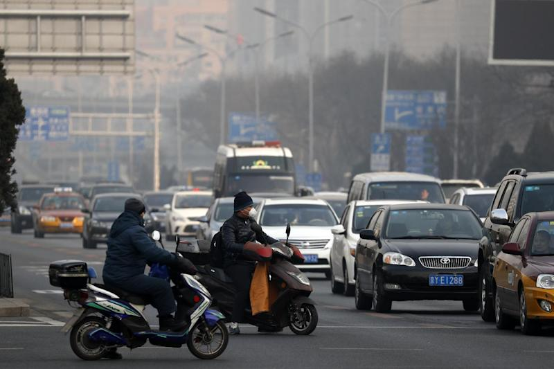 Chinese city cancels flights in 2nd day of smog alert