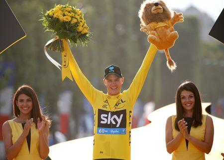 Yellow jersey leader Team Sky rider Chris Froome of Britain reacts on the podium.         REUTERS/Juan Medina - RTSJFLR