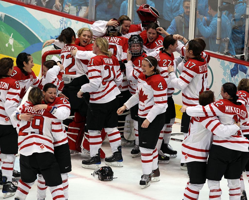 VANCOUVER, BC - FEBRUARY 25:  Team Canada celebrate winning the gold medal following their 2-0 victory during the ice hockey women's gold medal game between Canada and USA on day 14 of the Vancouver 2010 Winter Olympics at Canada Hockey Place on February 25, 2010 in Vancouver, Canada.  (Photo by Alex Livesey/Getty Images)