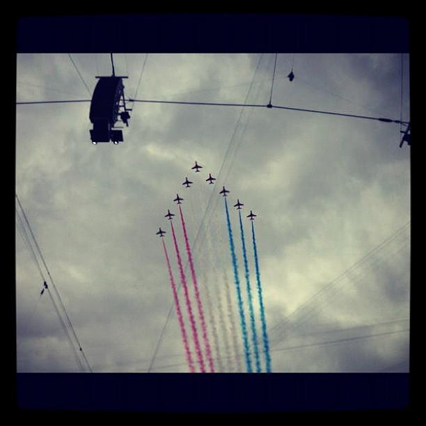 Via @mrogersyahoo: Awesome flyby from the Red Arrows flying squad #london2012 #openingceremony