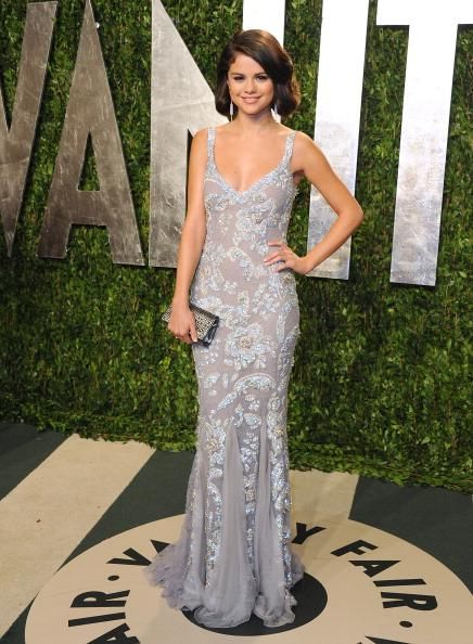 "<div class=""caption-credit""> Photo by: Getty Images</div><div class=""caption-title"">The Vanity Fair After-Party</div>Another winner of InStyle's Prettiest dress of the year was Gomez's Dolce & Gabbana silver gown. The dress, which she wore to the VF Oscar's after-party, was a perfect choice for Bieber's one-and-off-again ladylove. From the cool color against her warm skin tone and the vintage hairstyle, to the delicate accessories, this <i>Latina</i> looked stunning on Hollywood's biggest night."