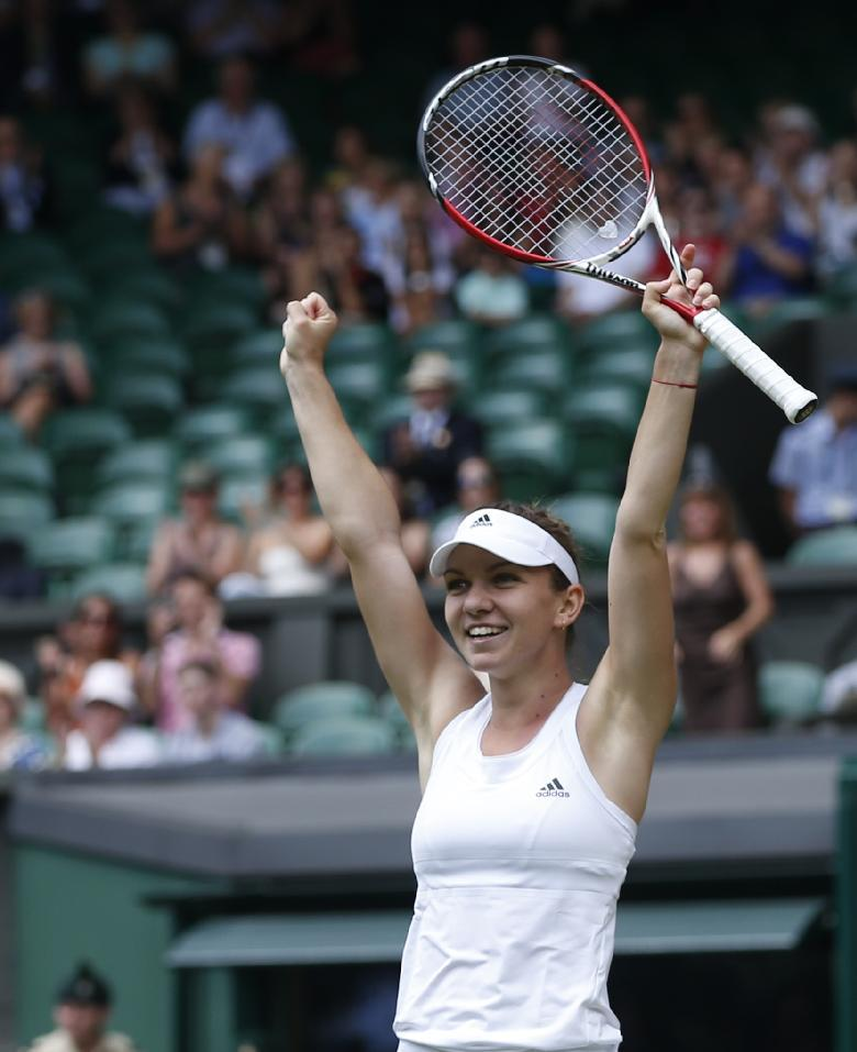 Halep, Bouchard advance to Wimbledon semifinals