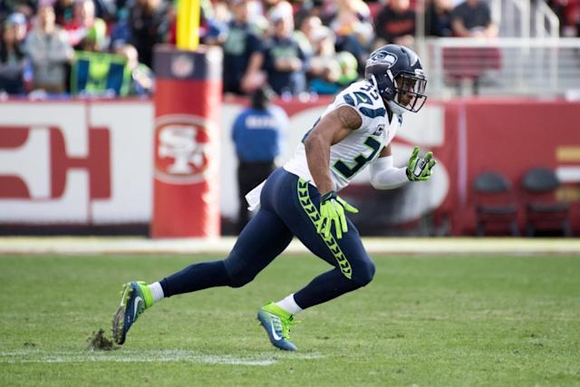 Seahawks bring back Luke Willson, DeShawn Shead
