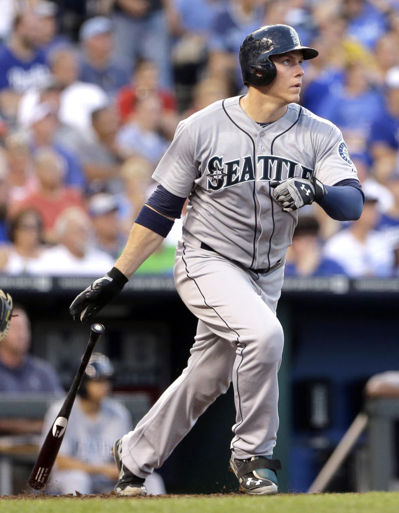 Mariners score 2 in 9th to beat Royals 7-5