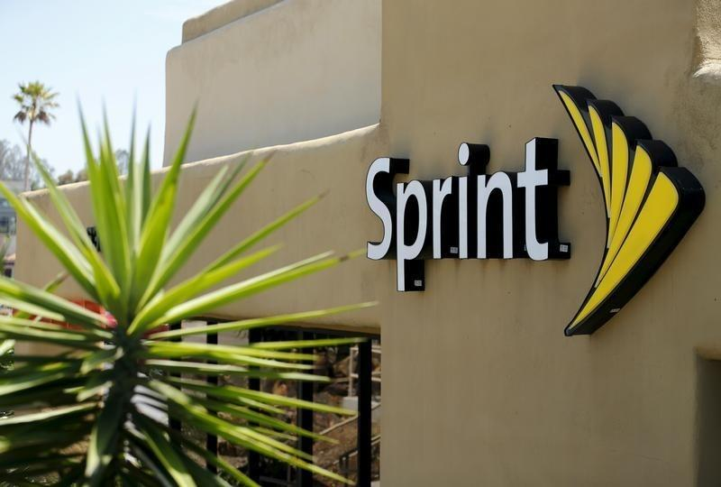 Sprint to offer 1 million U.S. students free mobile devices