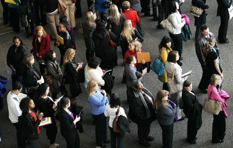 US Jobless Claims Increase by 20000 to 243000