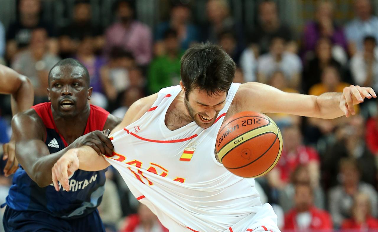 LONDON, ENGLAND - AUGUST 02:  Fernando San Emeterio #11 of Spain loses control of the ball against Luol Deng #9 of Great Britain in the first half during the Men's Basketball Preliminary Round match on Day 6 of the London 2012 Olympic Games at Basketball Arena on August 2, 2012 in London, England.  (Photo by Christian Petersen/Getty Images)