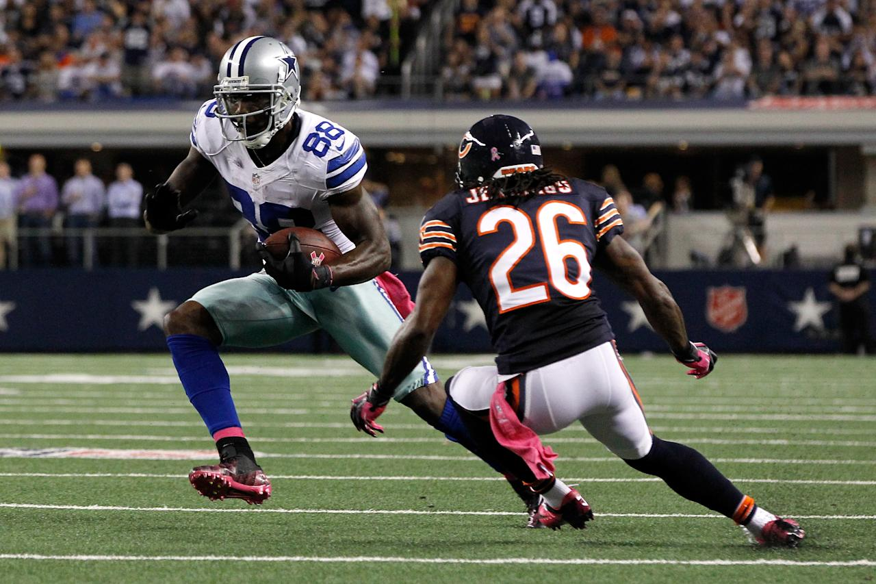 ARLINGTON, TX - OCTOBER 01:  Dez Bryant #88 of the Dallas Cowboys runs for yards after the catch against Tim Jennings #26 of the Chicago Bears at Cowboys Stadium on October 1, 2012 in Arlington, Texas.  (Photo by Tom Pennington/Getty Images)