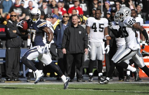 Bolts beat Raiders in Turner's expected finale
