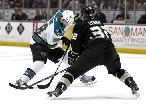 Ducks edge Sharks 5-3 for 12th straight home win