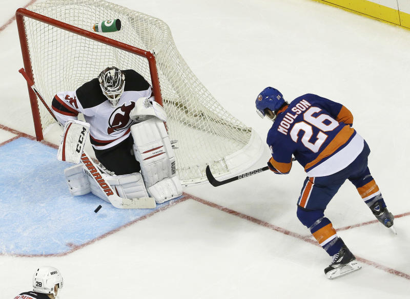 Moulson scores 2 in Sabres debut