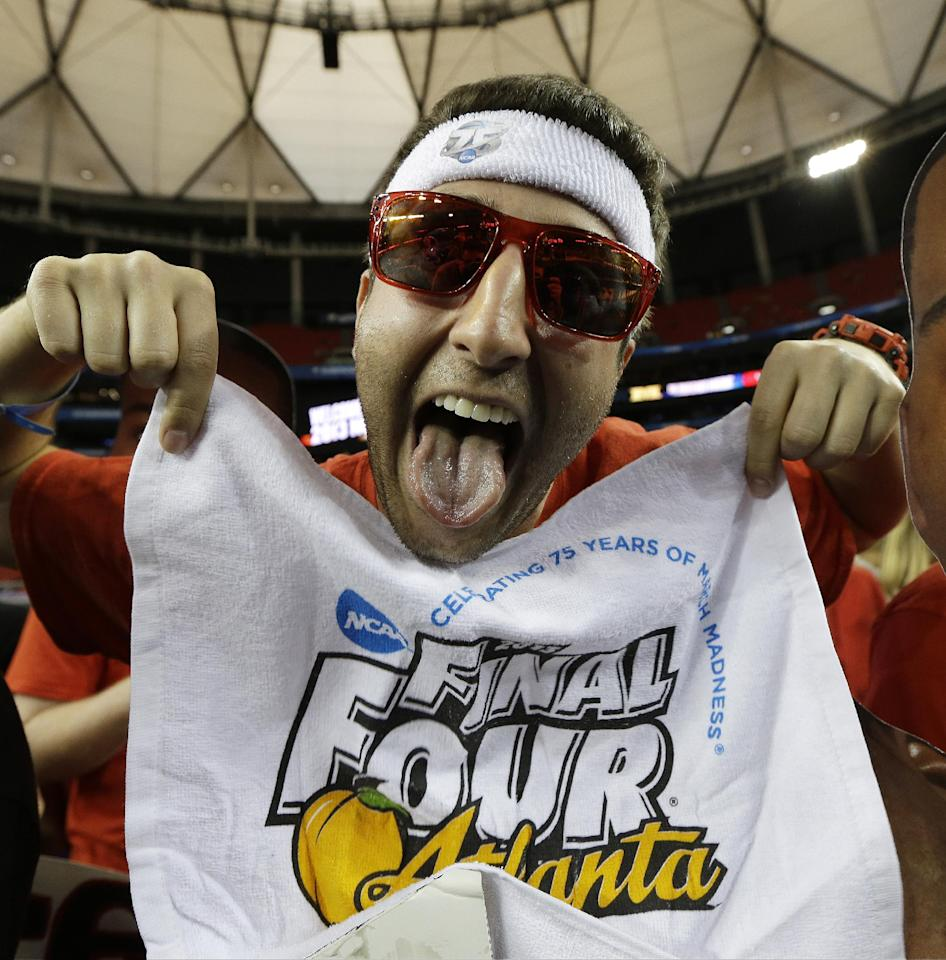 Louisville fan Dan Macdonald cheers before the first half of the NCAA Final Four tournament college basketball championship game between Michigan and Louisville, Monday, April 8, 2013, in Atlanta. (AP Photo/David J. Phillip)