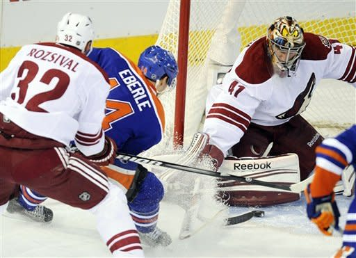 Smith stops 21 shots as Coyotes top Oilers 3-1