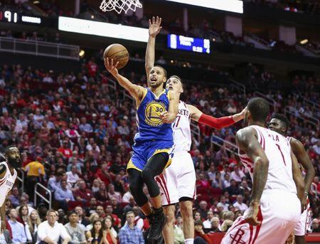 Warriors top Rockets for sixth straight win