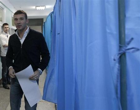 """Andriy Shevchenko, a former soccer player and member of """"Ukraine Forward"""" social democratic party, visits a polling station during the parliamentary elections in Kiev"""