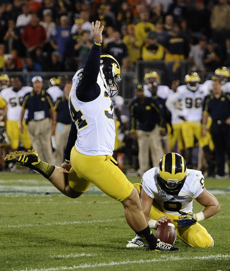 No. 15 Michigan dodges upset, beats UConn 24-21