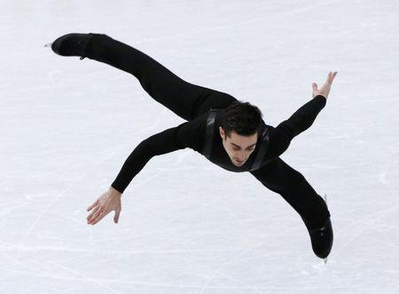 Flawless Fernandez takes lead at figure skating worlds