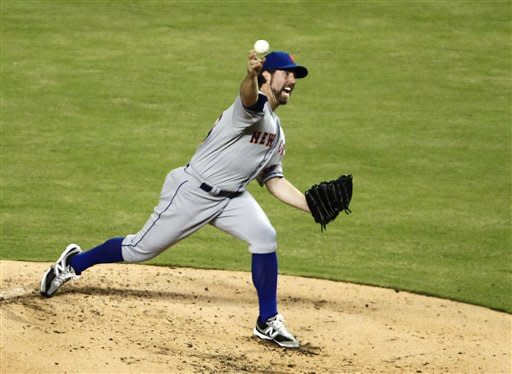 Dickey throws shutout for 17th win, Mets top Miami