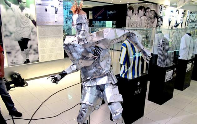 Tin man Neymar would eventually discover he didn't need a real heart all along (Globoesporte.com)