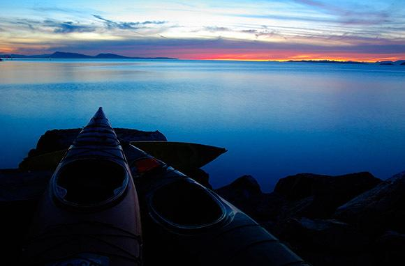 """<div class=""""caption-credit""""> Photo by: Smarter Travel</div><div class=""""caption-title"""">Orcas Island, Washington</div>Hop on a kayak just in time to take in this magical view. <br> <i>Find out more at <a rel=""""nofollow"""" target=""""_blank"""" href=""""http://www.smartertravel.com/photo-galleries/editorial/stunning-places-to-see-sunsets-around-the-world.html?id=169&photo=25040"""">Smarter Travel.</a></i> <br> <i><b>MORE ON BABBLE</b> <br> <a rel=""""nofollow"""" target="""""""" href=""""http://www.babble.com/family-style/2012/08/30/10-quirkiest-hotels-in-the-world/?cmp=ELP%7Cbbl%7Clp%7CYahooShine%7CMain%7C%7C041913%7C%7C25PlacestoSeetheMostBeautifulSunset%7CfamE%7C%7C%7C"""">The 10 strangest hotels you'll ever stay at</a> <br> <a rel=""""nofollow"""" target="""""""" href=""""http://www.babble.com/family-style/2012/02/01/25-amazingly-tiny-houses/?cmp=ELP%7Cbbl%7Clp%7CYahooShine%7CMain%7C%7C041913%7C%7C25PlacestoSeetheMostBeautifulSunset%7CfamE%7C%7C%7C"""">25 insanely tiny houses</a><a rel=""""nofollow"""" target=""""_blank"""" href=""""http://www.smartertravel.com/photo-galleries/editorial/stunning-places-to-see-sunsets-around-the-world.html?id=169&photo=25040""""><br> <br></a></i>"""