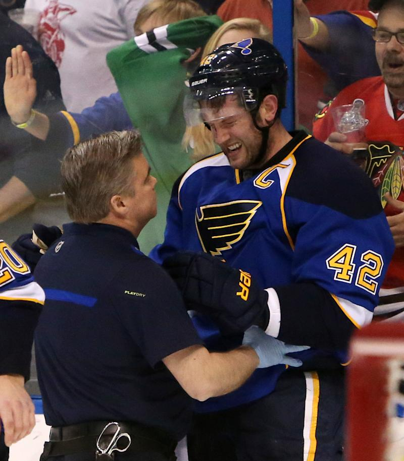 Backes returns for Game 5 of Blackhawks-Blues