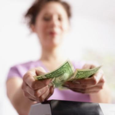 Woman-with-cash_web