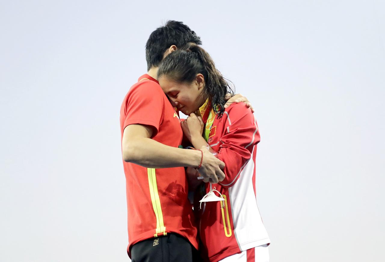 Qin Kai proposed to team mate He Zi right on Olympic medal podium after she won a silver medal in Sunday's 3-meter springboard final. She accepted…