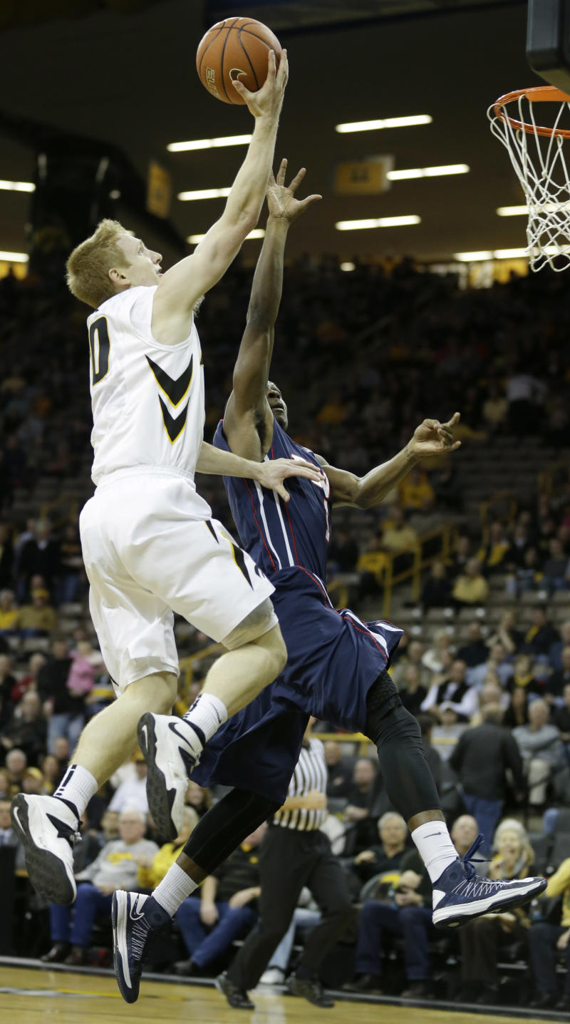 Iowa rolls past Penn 86-55, improves to 5-0