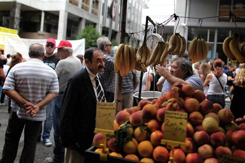 Greece faces more strikes, no austerity deal yet