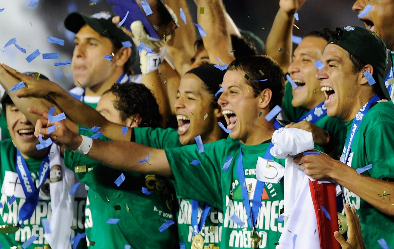 PASADENA, CA - JUNE 25:  Javier Hernandez (C) #14 Mexico celebartes after defeating United States in the 2011 CONCACAF Gold Cup Championship at the Rose Bowl on June 25, 2011 in Pasadena, California.  (Photo by Kevork Djansezian/Getty Images)