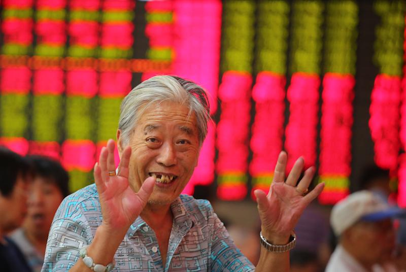 Asian stocks mostly down as funds shift to US