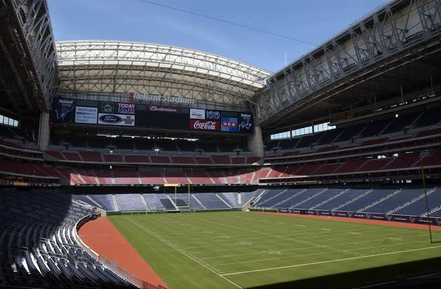The NFL's retractable roof stadiums - 59.9KB