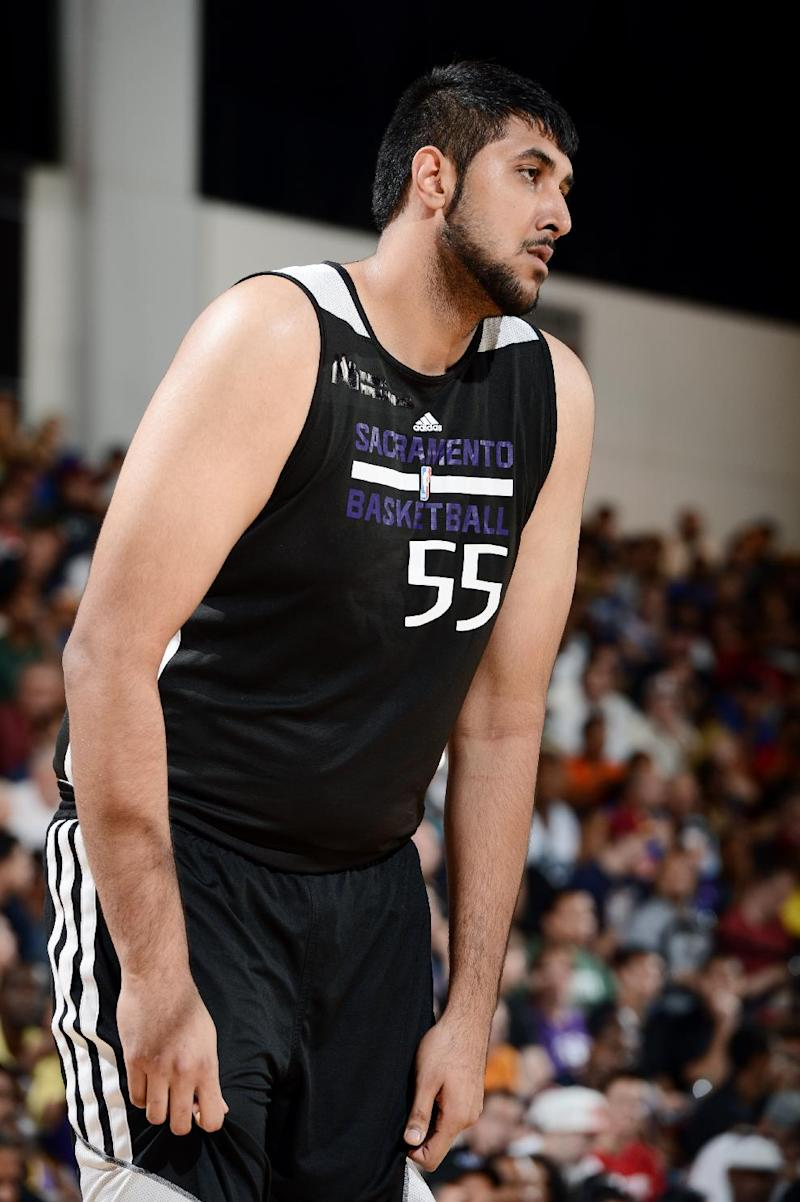 Kings sign 1st NBA player of Indian descent