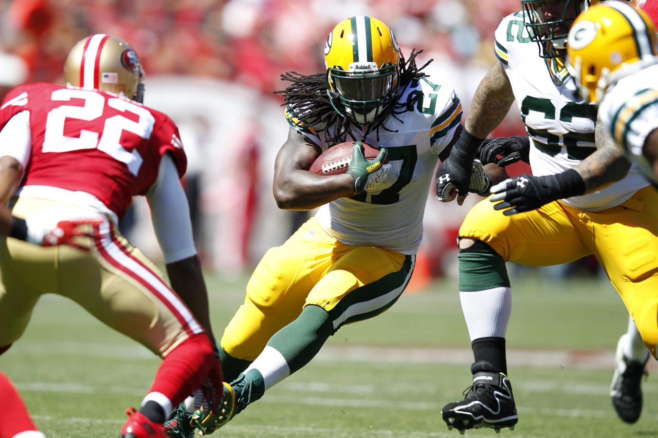 Green Bay Packers running back Eddie Lacy (C) rushes up the field during the first quarter of his NFL season home opener football game against the San Francisco 49ers in San Francisco, California September 8, 2013. REUTERS/Stephen Lam (UNITED STATES - Tags: SPORT FOOTBALL)