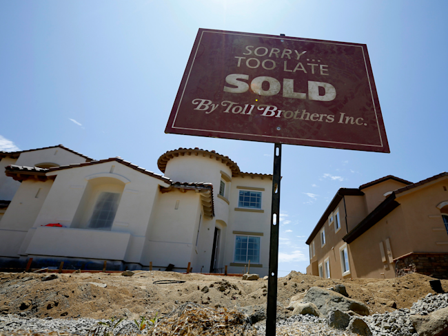USA pending home sales fall to lowest level in a year